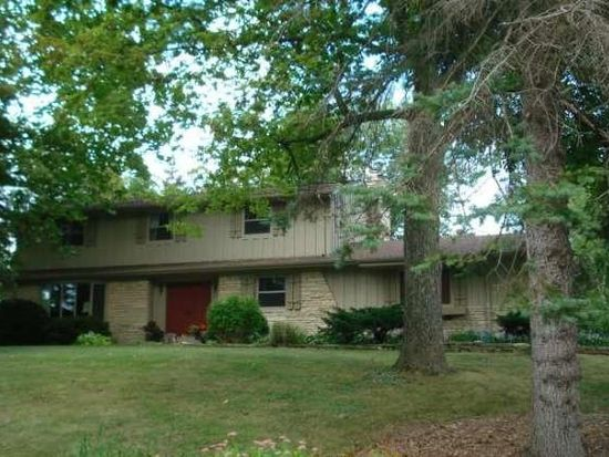 4450 Coral Dr, Brookfield, WI 53045