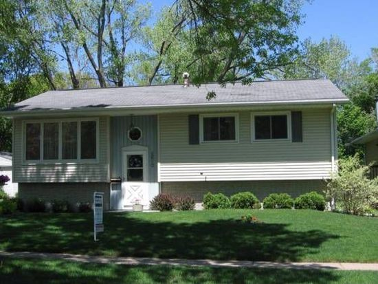 2610 Towne House Dr NE, Cedar Rapids, IA 52402
