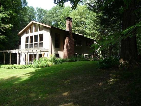 25 Holiday Point Rd, Sherman, CT 06784