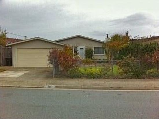 327 Seaside Dr, Pacifica, CA 94044
