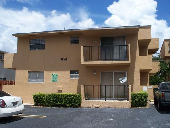 1241 NW 6th St APT 3, Miami, FL 33125