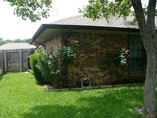 1304 Brookfield Ln, Mansfield, TX 76063