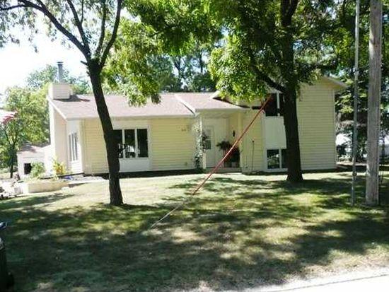 632 Weaver Rd NW, Cedar Rapids, IA 52405