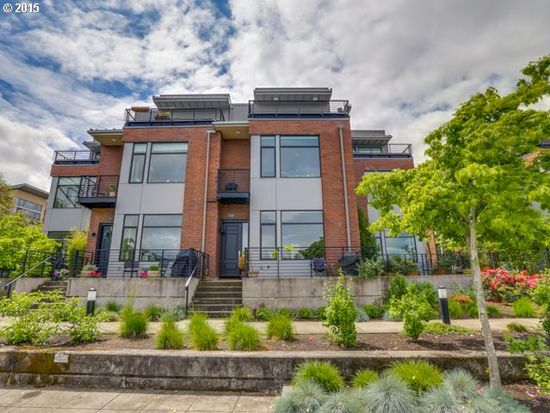 1610 NW Riverscape St, Portland, OR 97209