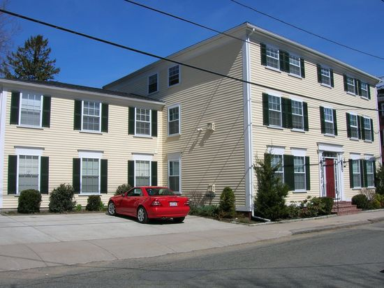 58 Lime St APT 3, Newburyport, MA 01950