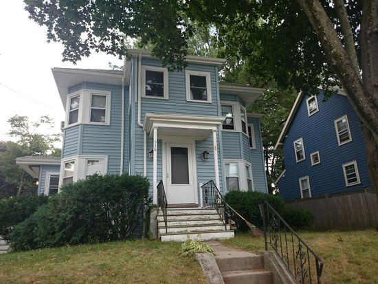 538 Weld St, West Roxbury, MA 02132
