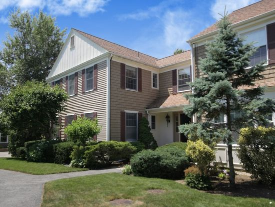 39 Tower Hill Rd APT 2D, Osterville, MA 02655