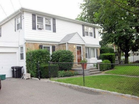 2605 7th Ave, East Meadow, NY 11554