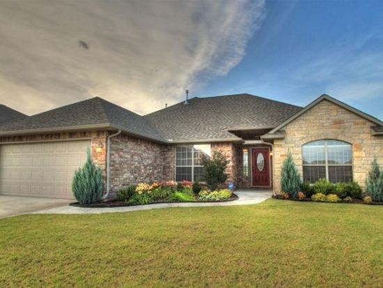619 SW 28th St, Moore, OK 73160