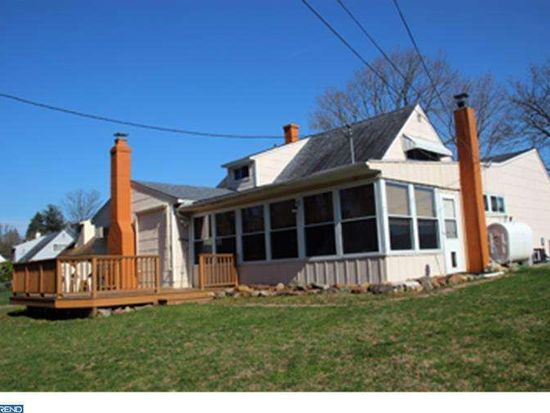 19 Lower Orchard Dr, Levittown, PA 19056