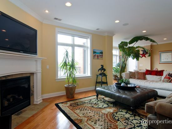 2757 N Lincoln Ave APT 401, Chicago, IL 60614