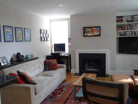 220 13th St SE APT 26, Washington, DC 20003