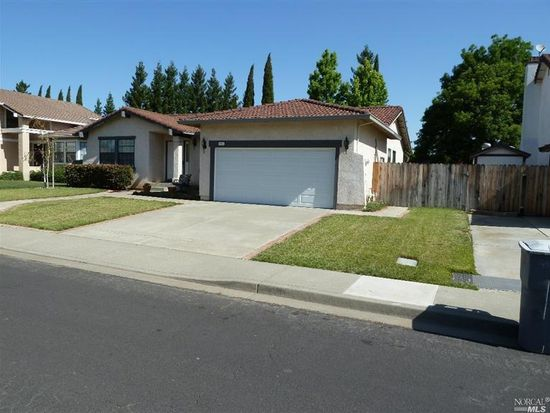 443 Gatehouse Dr, Vacaville, CA 95687