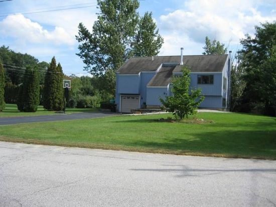 15 Saint Laurent Dr, Hudson, NH 03051