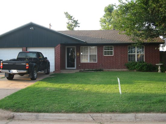 613 NW 22nd St, Moore, OK 73160