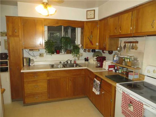 443 Willow Crossing Rd, Greensburg, PA 15601