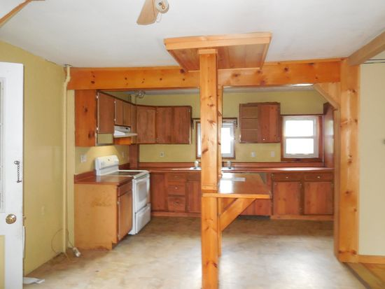 5 42nd St, Claremont, NH 03743