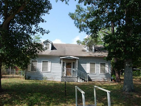 813 Nelson St, Sealy, TX 77474