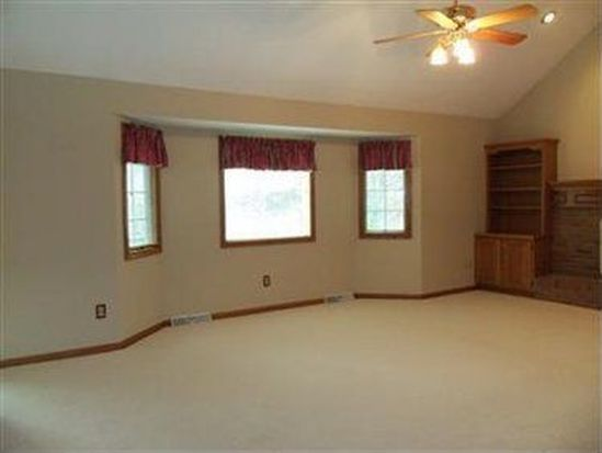 4764 Emerald Woods Dr, Stow, OH 44224