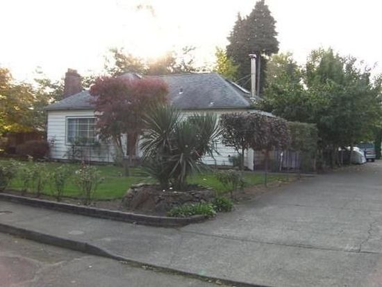 1059 N Locust St, Canby, OR 97013