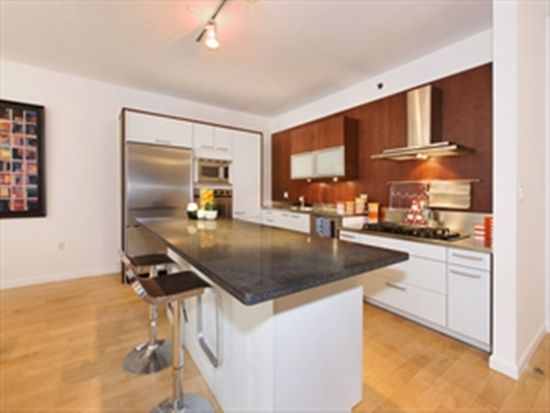 224 W 18th St APT 2A, New York, NY 10011