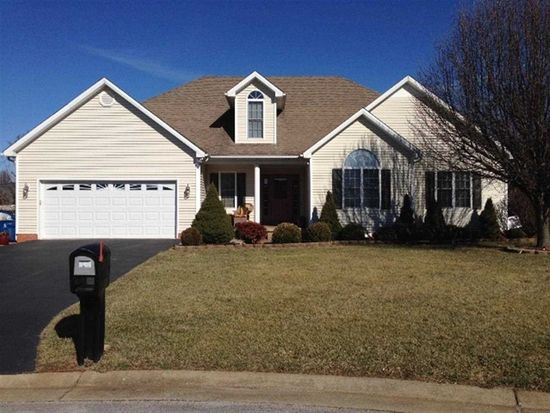 608 Victory Ct, Bowling Green, KY 42104
