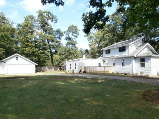 27708 W Greenwood Ave, Spring Grove, IL 60081