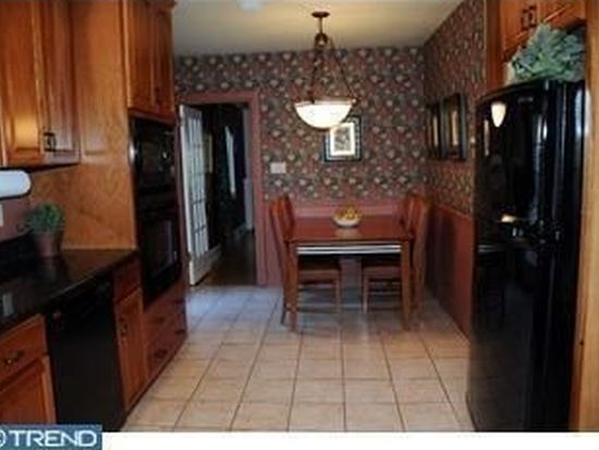 11 Upland Rd, Reading, PA 19609