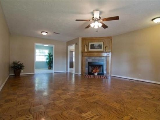 6250 Carnation Dr, Beaumont, TX 77706