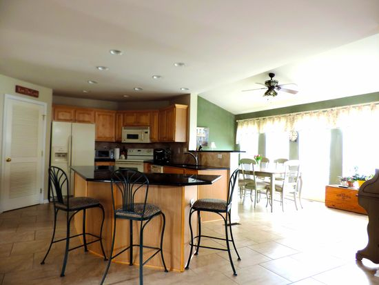 6864 Sunflower Ln, Macungie, PA 18062