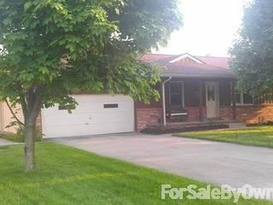 2453 Edgewater Dr, Cortland, OH 44410