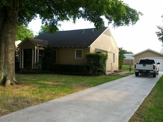 3825 Hays Ave, Groves, TX 77619