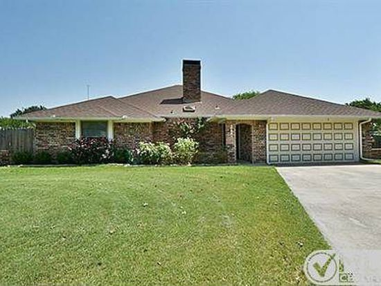 1318 N Walnut Creek Dr, Mansfield, TX 76063