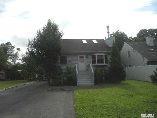 533 Amsterdam Ave, East Patchogue, NY 11772