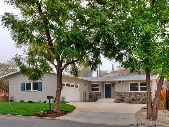 224 Almon Dr, Thousand Oaks, CA 91362