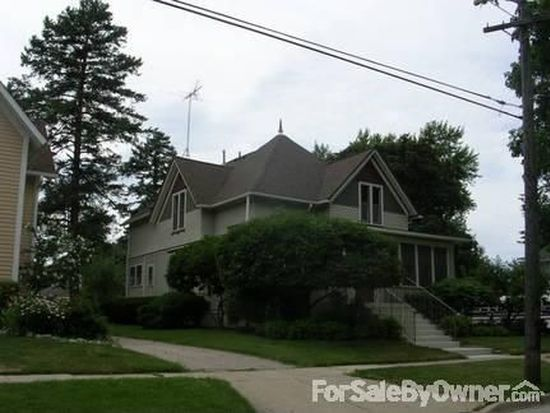 506 S 1st St, West Dundee, IL 60118
