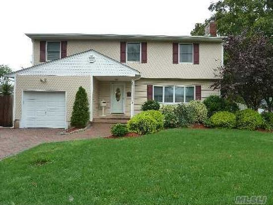 2 Rosewood Pl, Melville, NY 11747