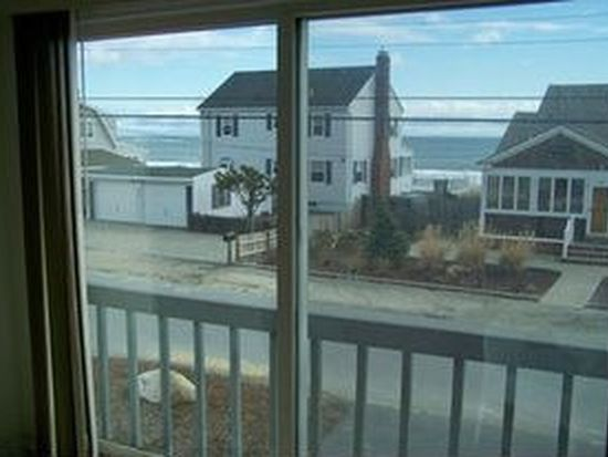 74 Concord St, Seabrook, NH 03874