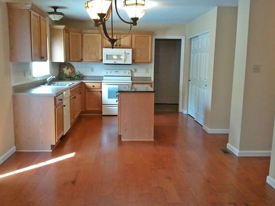 4225 Millers Rdg, Saint Charles, MO 63304