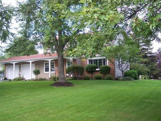 9 Candlewood Dr, Pittsford, NY 14534