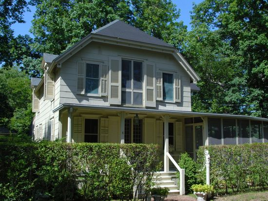 6 Wesley Ave, Shelter Island Heights, NY 11965