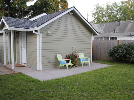 377 S Locust St, Canby, OR 97013