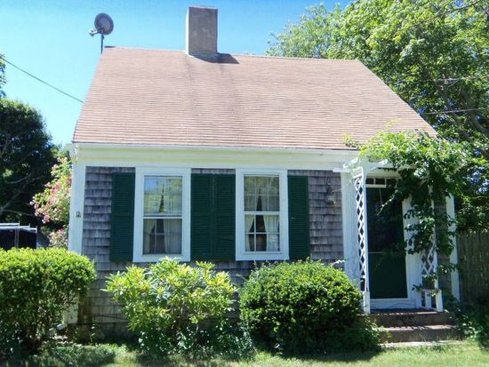 99 Camp St, Hyannis, MA 02601