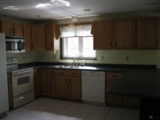 78 Overledge Dr, Derry, NH 03038
