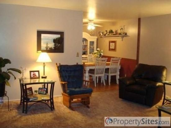2610 Holly Dr, Bettendorf, IA 52722