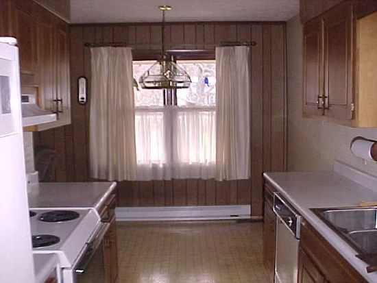 2228 Maple Acres Rd, Princeton, WV 24739