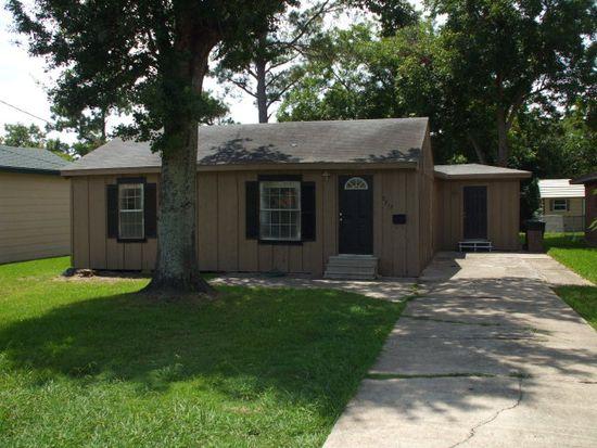 2713 1st Ave, Groves, TX 77619