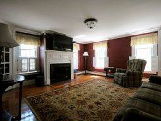 42 Hutchins St, Concord, NH 03301