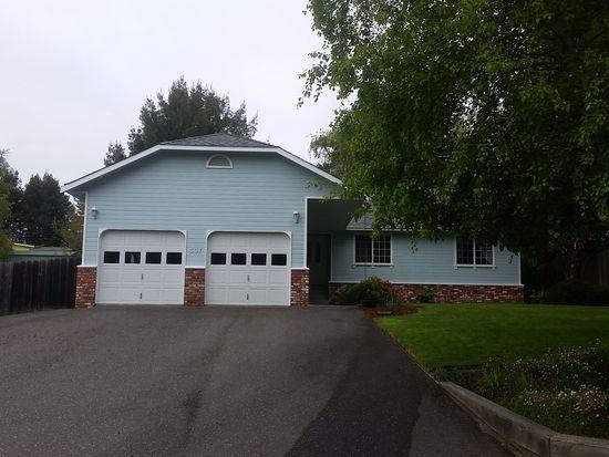 537 Nob Hill Rd, Fortuna, CA 95540