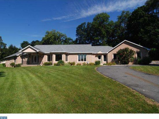 2525 Highland St, West Lawn, PA 19609